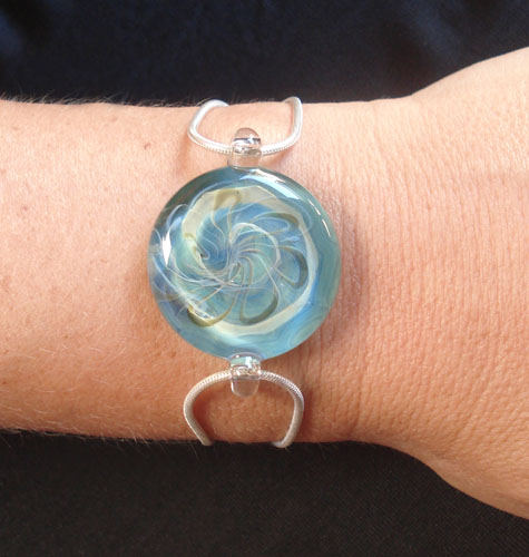 Hand Blown Glass Jewelry Circle Bracelet on Silver